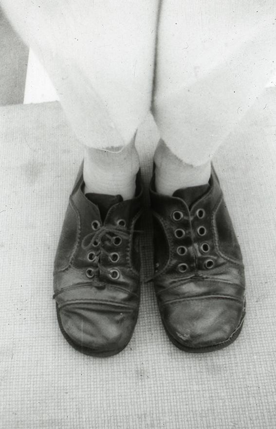 01c Chaussure débout