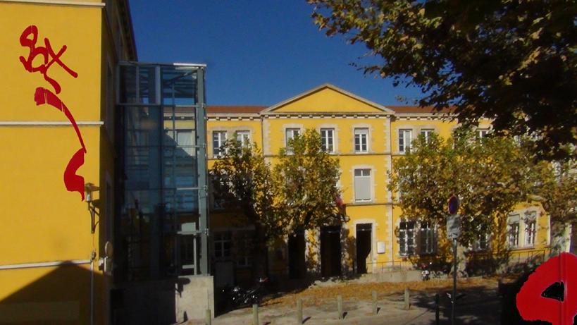 02 Mairie en face grafiti DSC03497